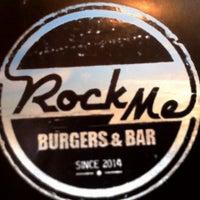 Photo prise au Rock Me Burger & Bar par Parn. K. le4/1/2015