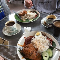 Photo taken at Uncle Chow Kopitiam by Den W. on 8/31/2016