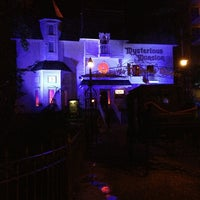 Das Foto wurde bei Mysterious Mansion von Mike F. am 9/2/2013 aufgenommen