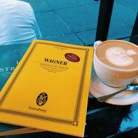 Снимок сделан в Joe: The Art of Coffee пользователем Joa J. 9/28/2015