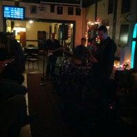 Photo prise au Joe's Irish Bar par Jeremiah J. le12/2/2012