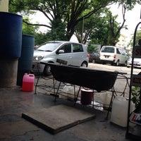 Photo taken at Boy Car Wash by Badrul A. on 5/13/2016