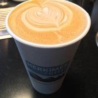 รูปภาพถ่ายที่ Herkimer Coffee โดย Mark V. เมื่อ 3/10/2016