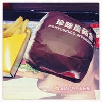 Photo taken at Carl's Jr. | 卡乐星 by ToughG on 11/30/2012