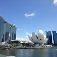 Photo prise au Marina Bay Downtown Area (MBDA) par Irina R. le7/24/2013