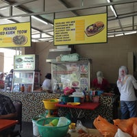 Photo taken at Char Kuey Teow Auntie Gemok by naz t. on 3/23/2013