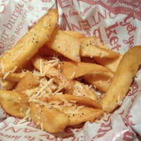 Photo taken at Red Robin Gourmet Burgers by Loralee T. on 12/15/2012