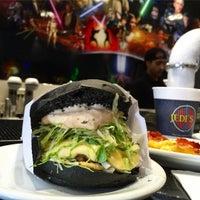 Foto tirada no(a) Jeti's Burger & Grill por Fabio O. em 8/20/2015