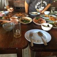 รูปภาพถ่ายที่ ร้านอาหารกินปลาทุ่งเศรษฐี โดย Ming M. เมื่อ 12/12/2016
