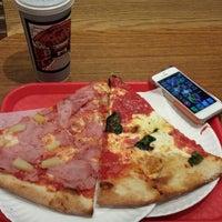 Photo prise au New York Pizza Suprema par Renato M. le5/21/2013