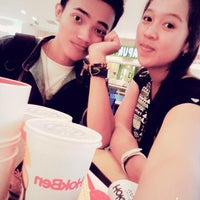 Photo taken at Fish & Co.™ Tunjungan Plaza 3 by Feby A. on 3/6/2015