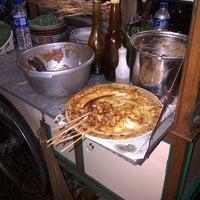 Photo taken at Sate Madura Asli cak Didin ST by Dien Fredly A. on 1/23/2013
