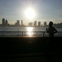 Foto tirada no(a) West Side Highway Running Path por Kino em 5/20/2013