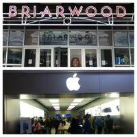 Foto tomada en Briarwood Mall por Temesgen H. el 10/28/2012