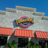 Photo taken at Fuddruckers by Miguel Y. on 11/1/2012