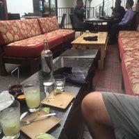Foto tomada en Machete Tequila + Tacos por Kristen S. el 7/24/2015