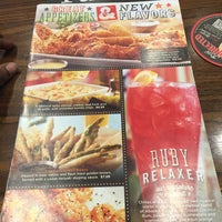 Photo taken at Ruby Tuesday by Rayn C. on 10/26/2015