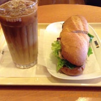 Photo taken at ドトールコーヒーショップ 横浜鶴屋町2丁目店 by asap7700 on 1/5/2013