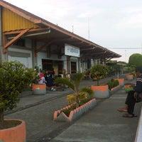 Photo taken at Stasiun Gedangan by Okta R. on 11/26/2012