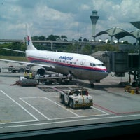 Photo taken at Gate A7 by Mohd Shafarudin O. on 10/7/2012