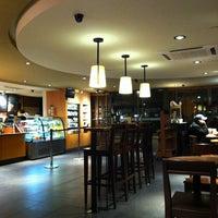 Foto tomada en Starbucks por Alonso A. el 2/17/2013