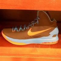 Photo taken at Nike SportsCenter by Maldito O. on 1/8/2013