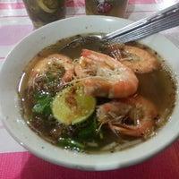 Photo taken at Restorant Buluh Perindu by Missh A. on 11/8/2015