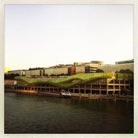 Das Foto wurde bei Les Docks – Cité de la Mode et du Design von Florian Q. am 8/20/2013 aufgenommen