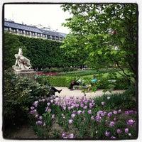 Foto tirada no(a) Jardin du Palais Royal por Alex Z. em 5/7/2013