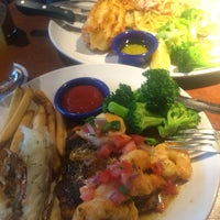 Photo taken at Red Lobster by Reworkers CMX Q. on 3/3/2015