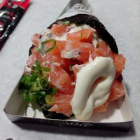 Foto tirada no(a) Fujisan Sushi por Fernanda N. em 12/23/2013