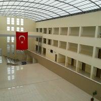 Photo taken at Ondokuz Mayıs Üniversitesi Yeşilyurt MYO by Nurullah A. on 1/16/2017
