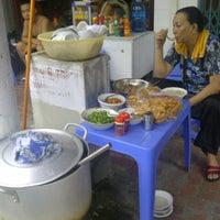 Photo taken at Cháo Chai by Hoàn K. on 8/3/2014