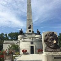 Photo taken at Oak Ridge Cemetery by Carlos Antonio M. on 8/14/2017