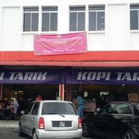 Photo taken at Bah 'D' Café (Kopi Tarik) by Ahmad Kamal E. on 2/28/2015