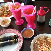 Photo taken at Bah 'D' Café (Kopi Tarik) by Ahmad Kamal E. on 8/23/2015