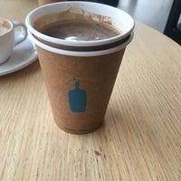 Foto diambil di Blue Bottle Coffee oleh Ümit T. pada 4/5/2018