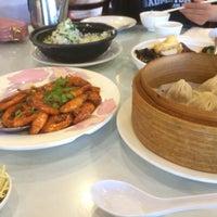 Photo taken at Shanghai Restaurant 上海喬家柵 by Caroline D. on 8/31/2015