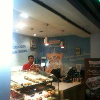 Photo taken at Krispy Kreme Doughnuts by tin h. on 7/10/2013
