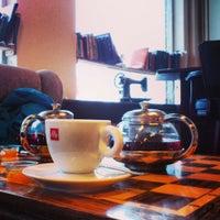 Photo taken at Knús Caffé by Tansu I. on 2/13/2014