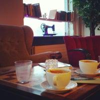 Photo taken at Knús Caffé by Tansu I. on 1/6/2014