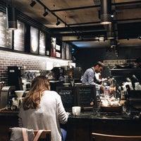5/17/2016 tarihinde Tansu I.ziyaretçi tarafından Starbucks Reserve'de çekilen fotoğraf
