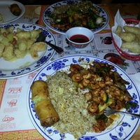 Photo prise au Wing's Chinese Restaurant par Chuck H. le11/18/2013