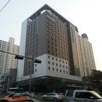 Foto tirada no(a) Ibis Ambassador Hotel por Varan O. em 3/7/2013
