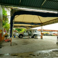Photo taken at Analusia Car Wash by Haziq H. on 2/4/2016