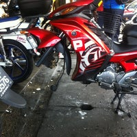 Photo taken at Kedai Motosikal Hweng Ho Motor by nabilaa . on 4/1/2015
