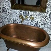 Foto tomada en Bathtub Gin por jonathan h. el 11/24/2012