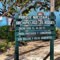 Foto diambil di Parque Nacional Los Roques oleh Lumar G. pada 5/3/2013