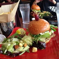 Photo taken at Napa Valley Burger by Maria Cecília R. on 5/15/2013