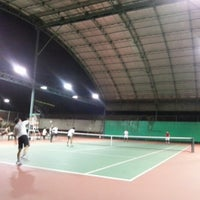 Photo taken at Văn Thánh Tennis Court by Viet Si L. on 10/23/2012